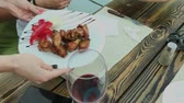 sanduíche : A woman is changing dishes from pizza to fried chicken wings. Stock Footage