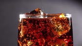 efervescente : Cola with Ice and bubbles in glass slow motion. Stock Footage