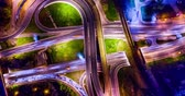 diretamente acima : Night Timelapse Aerial view of a freeway intersection traffic trails in night Moscow Stock Footage