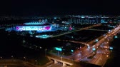 diretamente acima : Night Aerial view of a freeway intersection and football stadium Spartak Moscow Otkritie Arena
