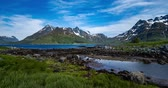 beroemd : Timelapse Panorama Lofoten is an archipelago in the county of Nordland, Norway. Is known for a distinctive scenery with dramatic mountains and peaks. Stockvideo