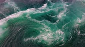 глядя : Waves of water of the river and the sea meet each other during high tide and low tide. Whirlpools of the maelstrom of Saltstraumen, Nordland, Norway