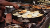 Indian street food Fried Jhangri or jalebi. Rajasthan state in western India. Vidéos Libres De Droits