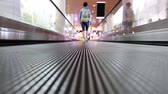 Moving walkway at the airport, also known as an autowalk, moving sidewalk, moving pavement, people-mover, travolator, or travelator, is a slow-moving conveyor mechanism that transports people. Vidéos Libres De Droits