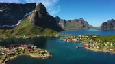 skandinávia : Reine Lofoten is an archipelago in the county of Nordland, Norway. Is known for a distinctive scenery with dramatic mountains and peaks, open sea and sheltered bays, beaches and untouched lands.