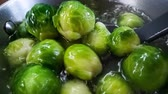 수프 : Fresh green Brussel Sprouts Close up.