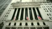 street wall : An der Wall Street der berühmten New York Stock Exchange Stock Footage