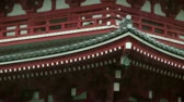 Япония : Rain falling on rooftop of Senso-Ji Temple in Tokyo, Japan Стоковые видеозаписи