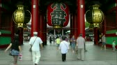 Япония : Visitors entering Senso-Ji Temple in Tokyo, Japan
