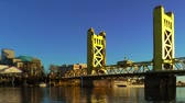 скрестив : Tower Bridge over Sacramento River
