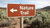 severozápad : Sign, Nature Trail, in the Painted Hills, Oregon, dolly shot