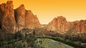 scénický : Sunset at Smith Rock state park, Oregon, dolly shot