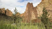 natuur : Smith Rock State Park, Oregon, Dolly shot Stockvideo