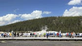 fiel : People lining up on boardwalk to watch Old Faithful, Time lapse, Yellowstone National Park Vídeos