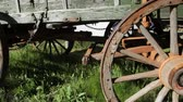 kordé : Close up of wagon wheels on an old covered wagon, dolly shot