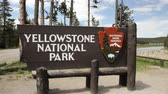 знак : Entrance sign for Yellowstone National Park, dolly shot