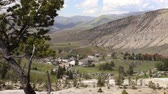 hotéis : The town of Mammoth Hot Springs in Yellowstone National Park