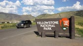 yellowstone : Entrance sign for Yellowstone National Park