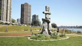 logotipo : Stone Inuit Inukshuk, logo for the Vancouver Olympics Stock Footage