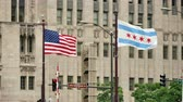 Результаты : United States and Chicago Flags Waving on Michigan Bridge.  Flagstaff on the Golden Mile in Chicago city center. American flags waving in the Windy City of Chicago. Стоковые видеозаписи