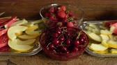 melone : Fresh summer fruits: cherries, organic strawberries, melon slices, water melon in vintage crystal bowl on old wooden table