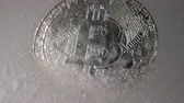 şifreleme : Silver Bitcoin, bit coin online digital currency frozen in the blue ice. Concept of block chain, crypto market crash. Frozen crypto money, depreciation Stok Video