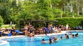 разнообразие : PANAMA CITY, PANAMA - JULY 22, 2016: WESTIN Luxury Family Park Hotel. People dancing. Black community having fun in the pool bar at the resort in Panama City, Panama. Стоковые видеозаписи
