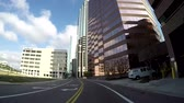 эт : TAMPA, FL - FEB 3, 2017: Driving through all financial district in downtown Tampa, in Tampa, Florida in Feb 3, 2017. Стоковые видеозаписи
