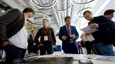 falante : Moscow, Russia - April 3, 2018: Medical conference visitors converse at the conference hall