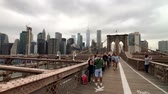 suspensão : New York, USA - September 6, 2018: People walking in Brooklyn bridge at day time Vídeos