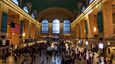 multidão : New York, USA - September 6, 2018: Passengers moving at Grand Central time lapse Stock Footage