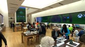 sugárút : New York, USA - September 6, 2018: Microsoft store interior in 5th avenue in Manhattan