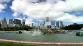 chicago : Chicago, USA - September 16, 2018: Panorama of fountain at day time, Buckingham Fountain is a Chicago landmark in the center of Grant Park, dedicated in 1927 Stock Footage