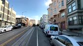 trolejbus : San Francisco, USA - September 10, 2018: Cityscape at sunny day time, pov view from riding retro tram