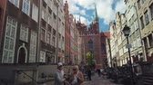 歴史的 : Gdansk, Poland - May 6, 2019: Tourists visiting the sights of the old city