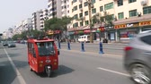 красный : Motor rickshaw driving through a busy street in China