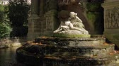 fontanna : Medici Fountain with sculpture of Acis and Galatea and autumn leaves in water. Visiting Luxembourg Gardens in Paris, France Wideo