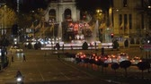 kapu : MADRID, SPAIN - JANUARY 17, 2018: Plaza de Cibeles with fountain and Alcala street with Alcala Gate. Night view with transport traffic on the roads