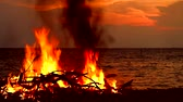 likvidace : Burning wood and garbage near the sea creates pollution to marine lifes and environment