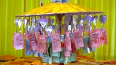 guarda chuva : Many Thai banknotes donated by people decorate with umbrella to temples in Buddhism event Vídeos