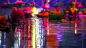 orchideen : Loy Krathong Festival reflection light on water surface Videos