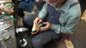 szewc : the shoemaker at work.The process of repairing shoes in workshop. Wideo