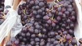 kararlar : black grapes on the market Stok Video