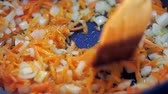 kök : fried vegetables in a pan carrots and onions close-up Stok Video