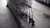 bakkaliye : empty shopping carts on the street Stok Video