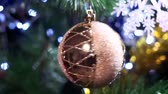 kerstbal : Christmas ball close up on Christmas tree selective focus