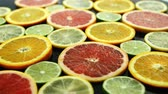 grejpfrut : Closeup shot of assorted citruses placed on wet dark background Wideo