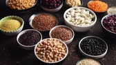 lentejas : Various superfoods in smal bowls on dark rusty background. Superfood as rice, lentil, beans, peas, goji, flaxseed, buckwheat, couscous, chickpeas Above view Flat lay