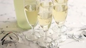 banquete : Champagne glasses and bottle placed on white marble background. Party and holiday celebration concept with confetti and serpentines. With copy space.