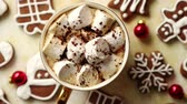 ジンジャーブレッド : Cup of hot chocolate with tasety marshmellows. Fresh baked Christmas shaped gingerbread cookies on sides. With Xmas decorations. View from above.